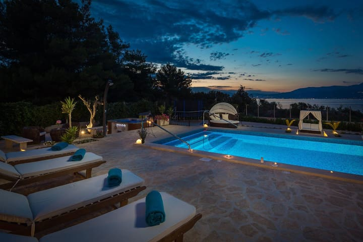 *BEACH LUXURY VILLA BELA,  heated pool &jacuzzi*