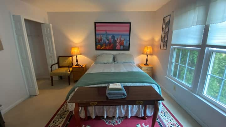 Private & clean room in quiet family home (2)