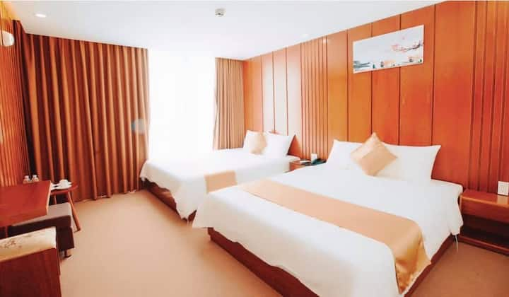 MiraHotel - Phòng Deluxe với 2 giường cỡ Queen