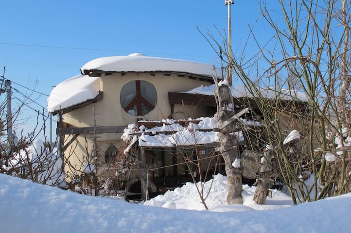 Tida House (Hand-made strawbale house!) ティダハウス - Koshimizu city,  Shari province