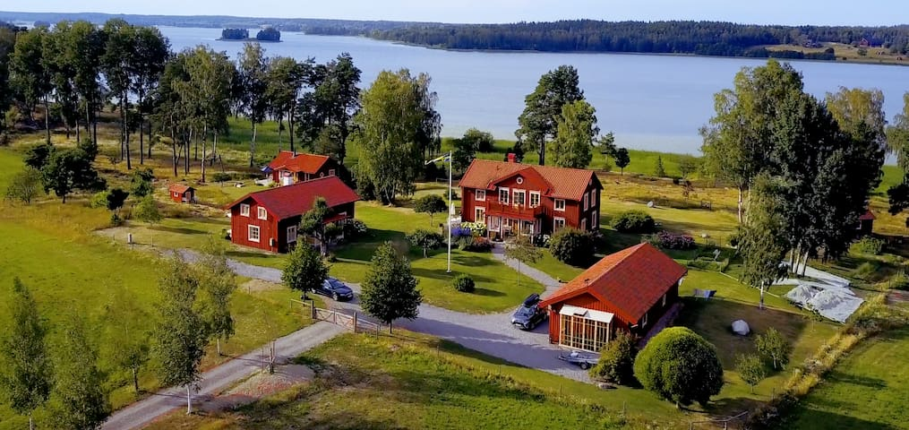 Lakeside summer house in the heart of Sörmland