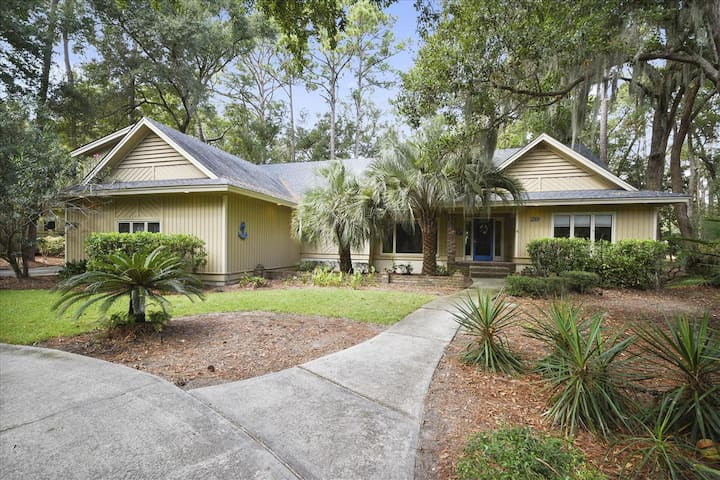 Relaxation hub, pet friendly, 4 bedrooms, 4 baths located in Shipyard Plantation!