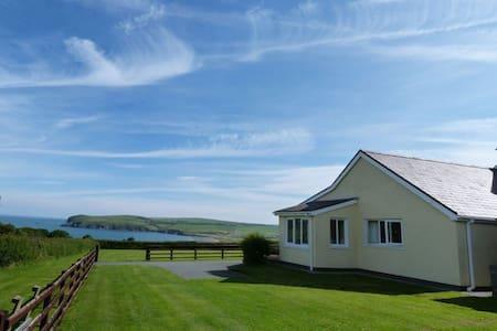 Bwthyn Trefdraeth - Newport - Casa