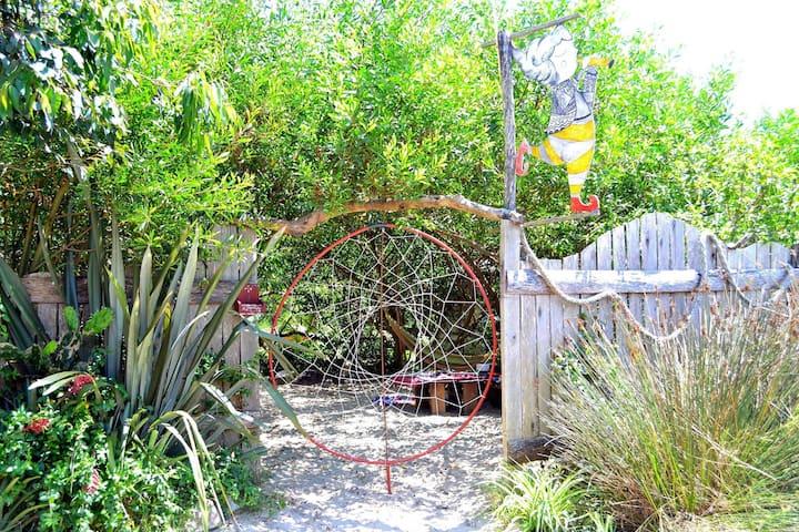 Minicasitas Voladoras del Jardin