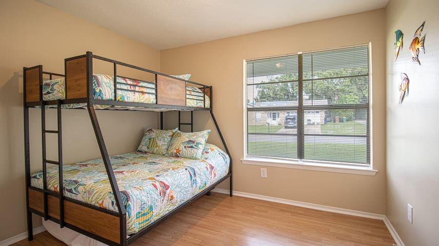 Bedroom 3 (2-Twin, 1-Full)