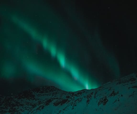 Experience dancing auroras in calm surroundings