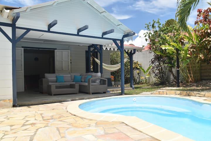 Magnifique villa T4  bois créole  jardin & piscine