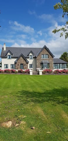 Country House on the beautiful Lee Valley F.R.