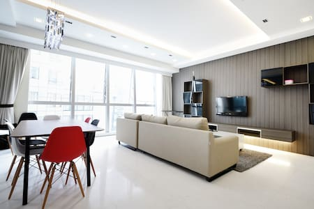 Brand New 3 bedroom Apt Near Sentosa Fits 9 pax