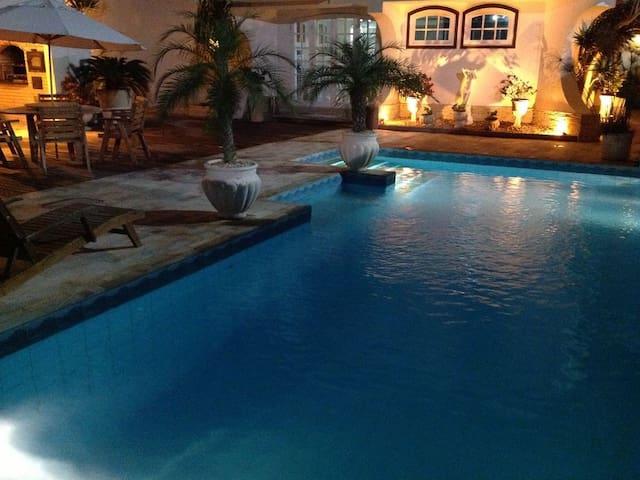 Casa a 30 metros da praia do pero wifi piscina