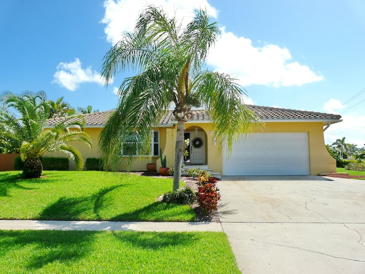 Stylish home w/ heated pool & short walk to the Island's favorite attractions
