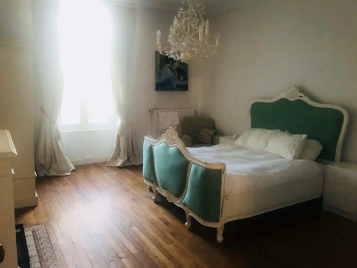 Fontainebleau Bedroom, B&B  with Dinner Available