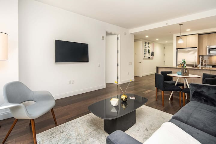 Lovely Downtown Apartment, 15 mins to NYC