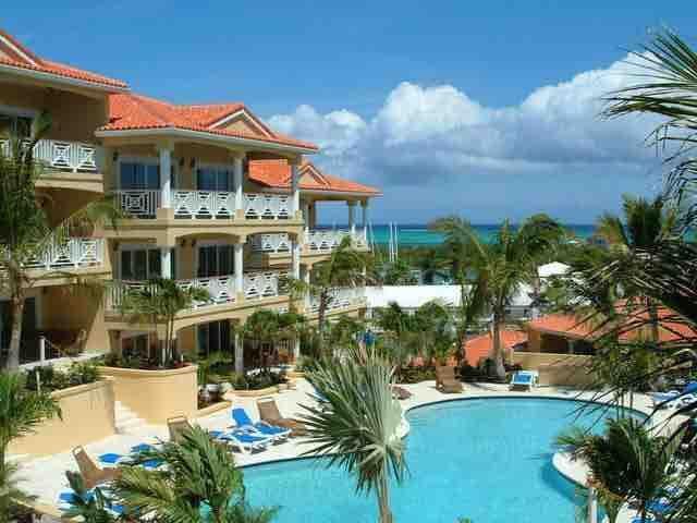 Serene, great location, beautiful pool, oceanview