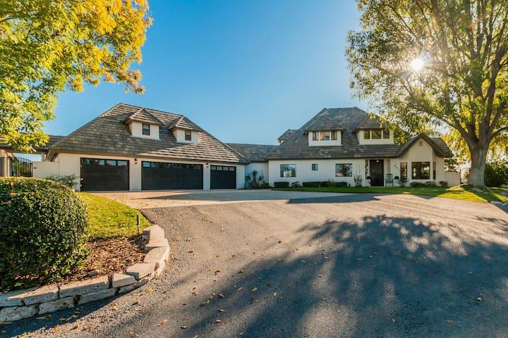 Main Home Chateau Blanc Vineyard Estate