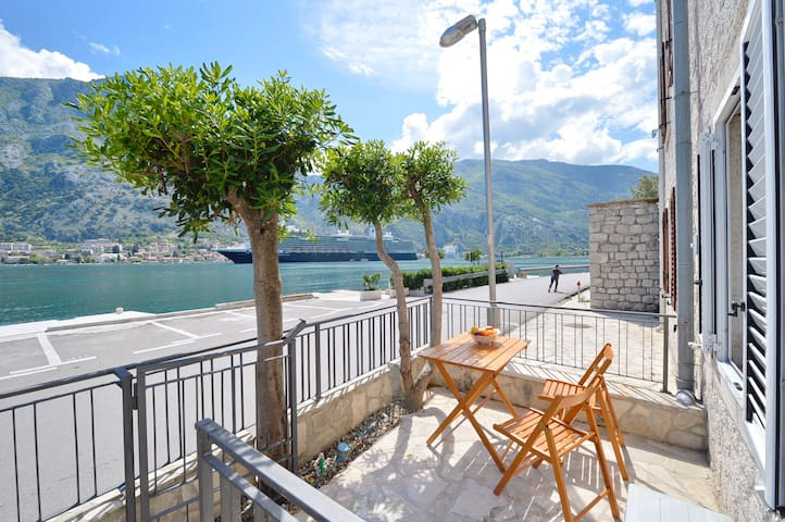 1BR | SEAFRONT | Stunning view and private terrace