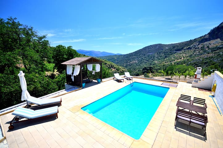 Beautiful and private villa. Wifi
