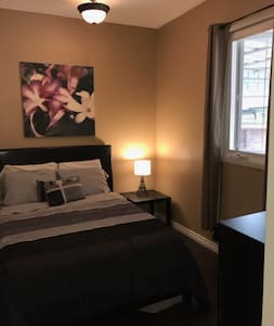Cozy room close to the heart of Toronto