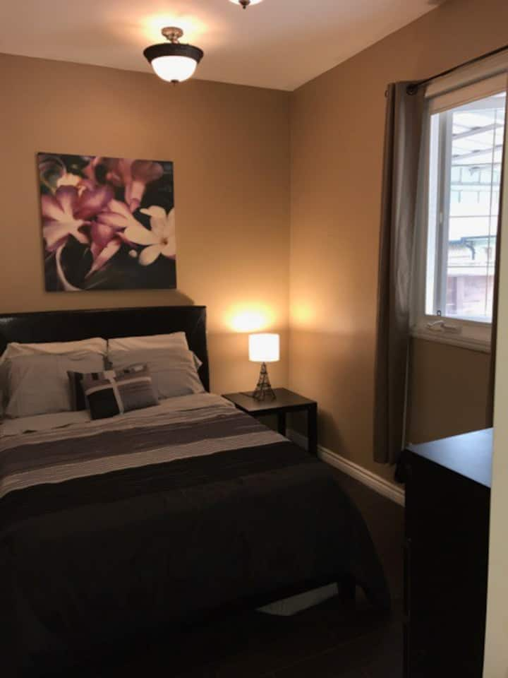 Cozy room close to the heart of Toronto