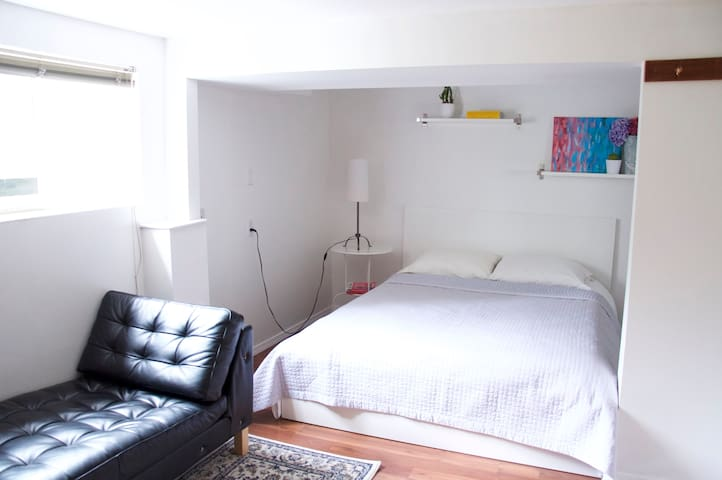 Kitsilano Studio (Near Downtown, UBC & Beaches)
