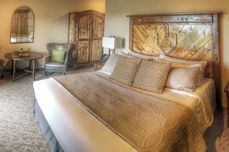 Scotlyn Ranch Honeymoon Suite