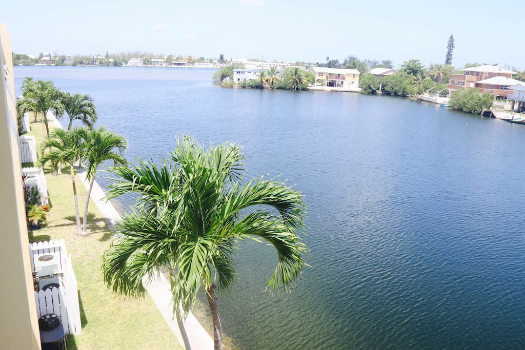 2 bedroom waterfront penthouse condo condomini in for Piani casa in stile key west