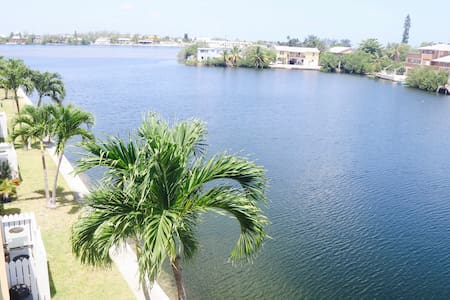2 Bedroom Penthouse Condo with Waterfront Views - Cayo Hueso