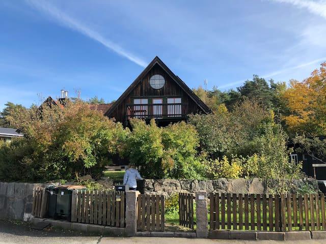 Spacious ecofriendly villa in quiet neighborhood!