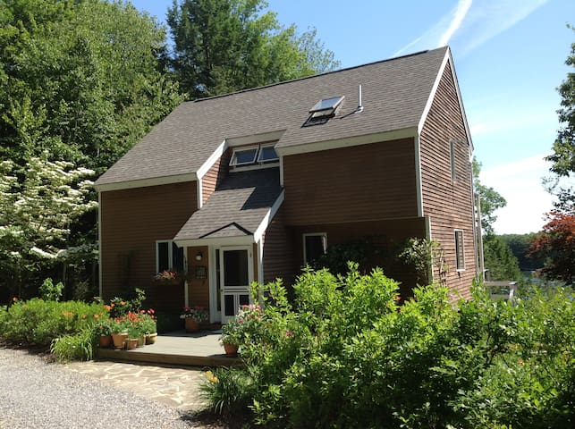 Lovely riverfront home, Maine's prettiest village - Wiscasset
