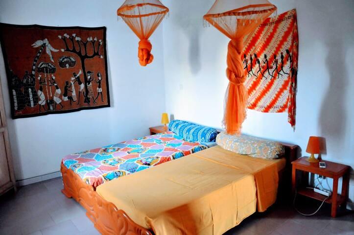 Chambre 2 avec 2 lits 1 personne