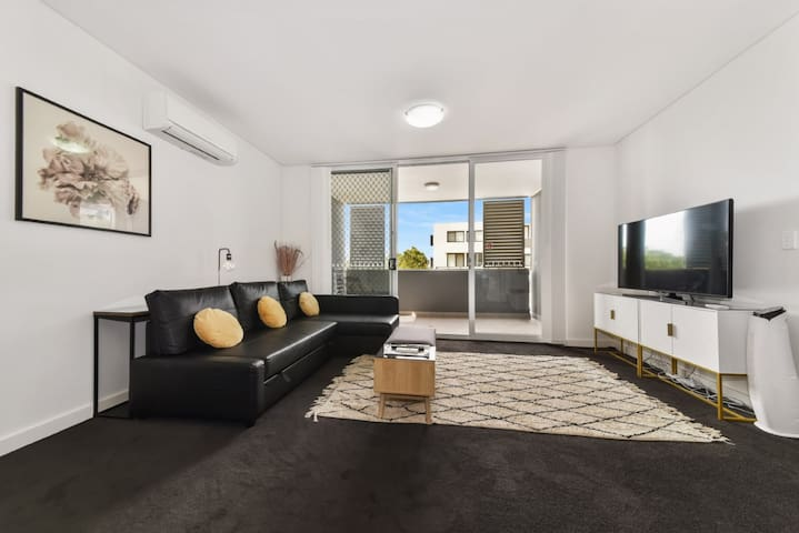 Modern Luxury 3 Bedrm Apt Close to Parramatta, CBD