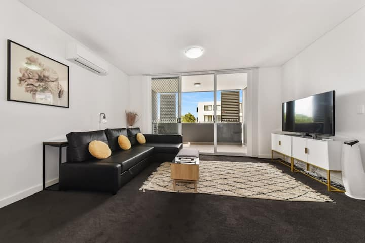 Modern Luxury 3 Bedrm Apt Close to Parramatta, CBD