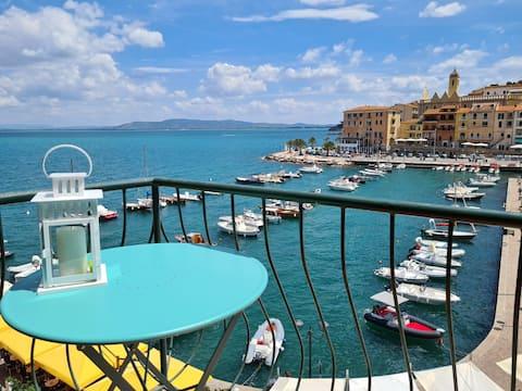 Two-room penthouse via del Molo, fabulous sea view