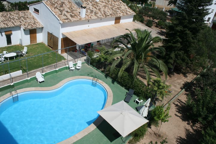 El Campillo, family country house near the beach - Navajas - Talo