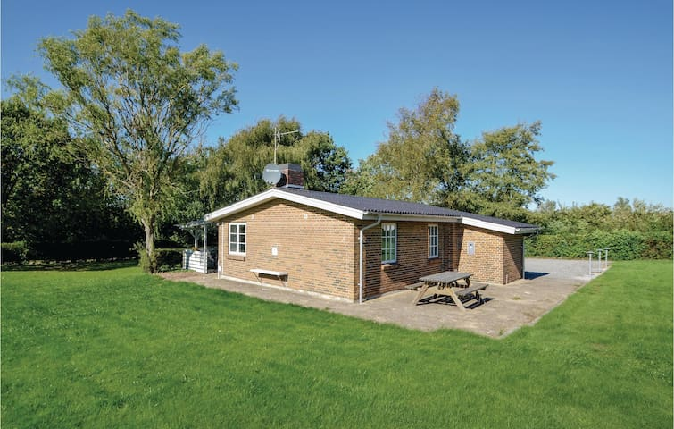 Holiday cottage with 2 bedrooms on 65m² in Spøttrup