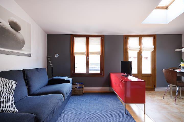 Ático acogedor, centro de Bilbao (EBI0038). - Bilbao - Condominium