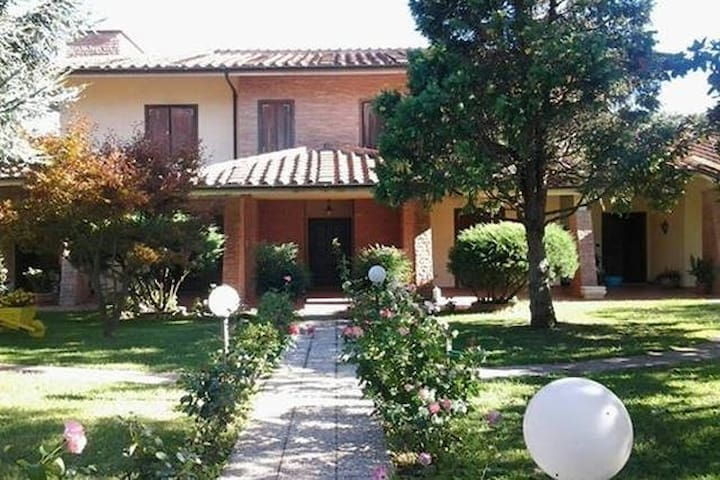 Porzione di Villa Trifamigliare - Civita Castellana - Villa