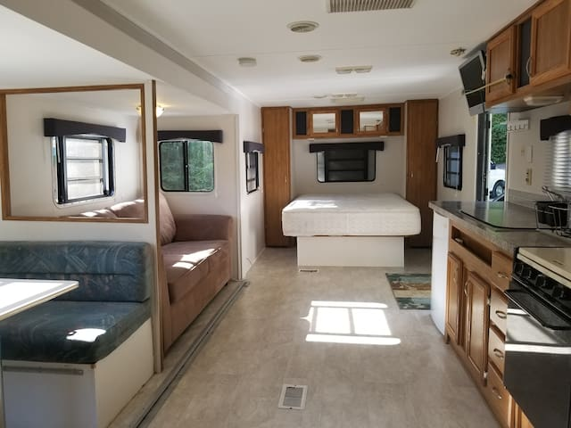 Happy Travel Trailer 3