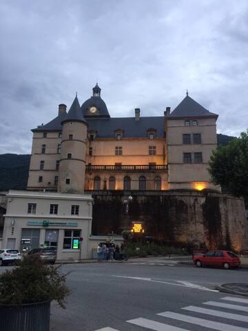 Appartement/chambres Vizille vue/château