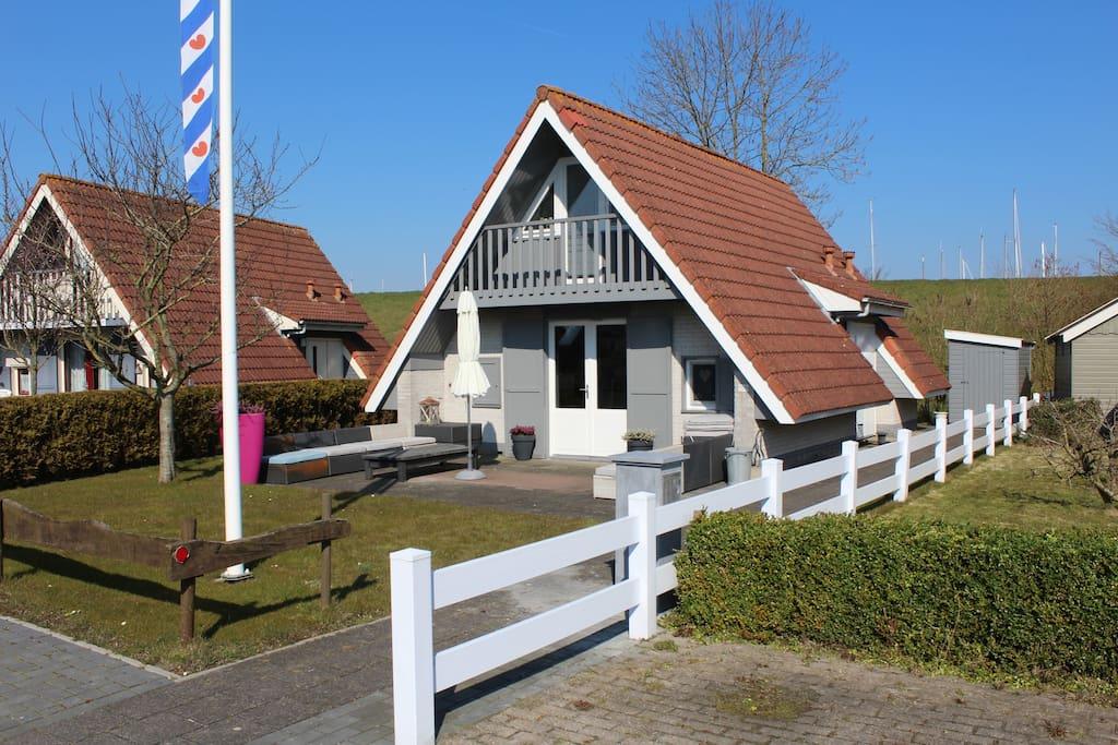 6 pers luxe vakantiewoning oostmahorn waddenzee huizen for Huizen te koop friesland