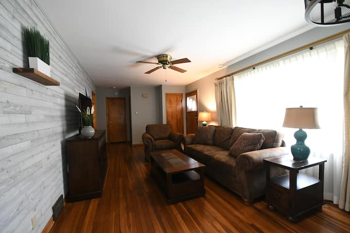 Cozy House, Walk to Downtown/Lake, Pets Allowed!!