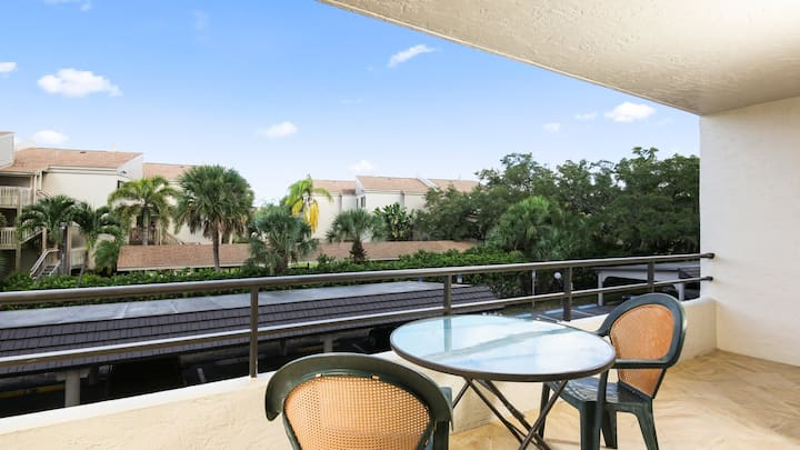Perfect 2 Bedroom Condo on The Anchorage, Siesta Key Condo1002
