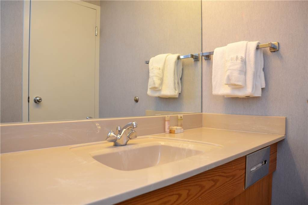 Blanket,Towel,Sink,Bathroom,Indoors