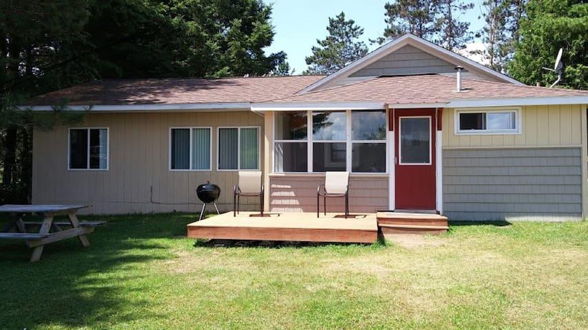 🦅 Eagle's Nest Lakeside Cottage