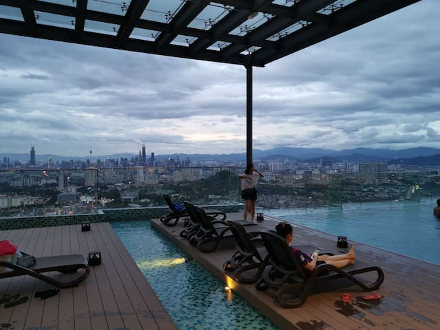 EkoCheras KLCC View Rooftop Pool & Gym MRT Access
