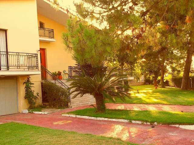 Villa With Garden - Αμαλιάδα, GR - Huvila