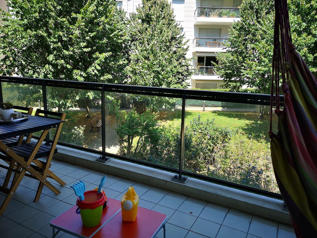 Vue sur jardin intérieur arboré, calme avec terrasse de 12m2 aménagée
