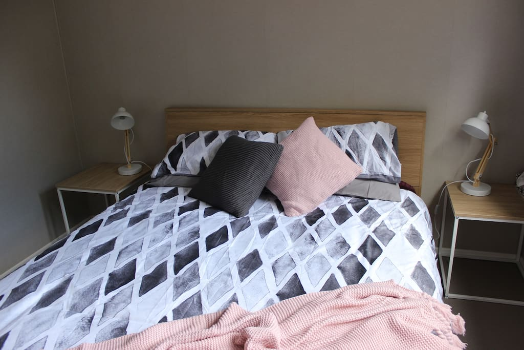 comfortable tidy room in beautiful west auckland h user zur miete in auckland auckland. Black Bedroom Furniture Sets. Home Design Ideas