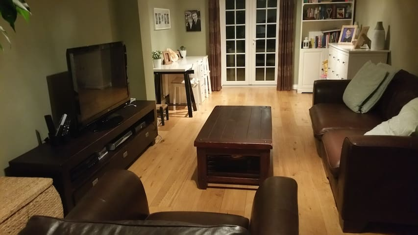 Stylish modern 4-bed detached home - Colchester - Casa