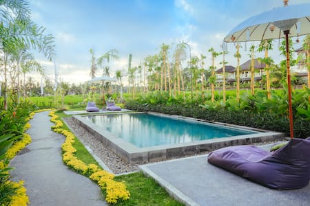 We are the moksha ubud villas, located in the middle of rice field at jalan Bisma, just a walking distance to Ubud Market, Palace, antonio blanco museum, neka museum, puri lukisan museum, monkey forest and another famous tourist destination